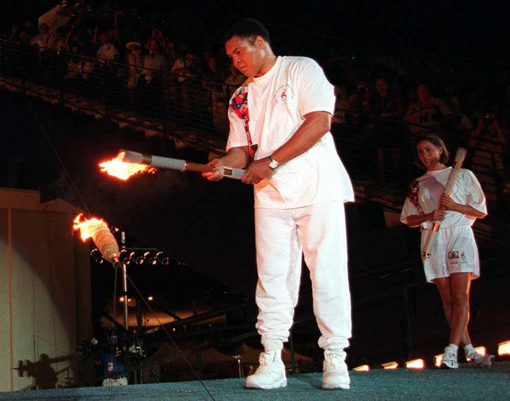 TÄNDER ELDEN Muhammad Ali tänder OS-elden i Atlanta 1996.