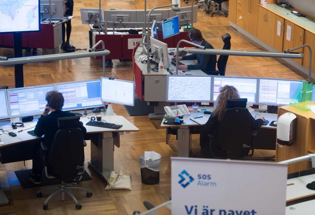 Operatörer på SOS Alarm i Stockholm. Arkivbild.