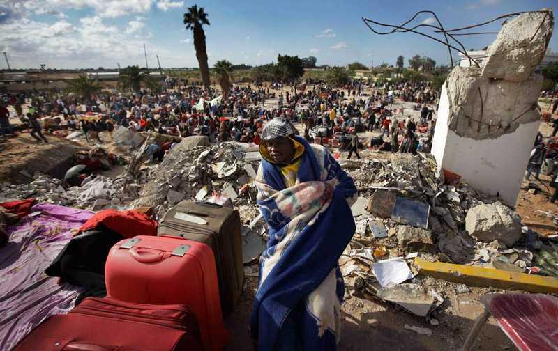 Rese-kaos På Tripolis internationella flygplats råder kaos och folk som väntar på att få lämna landet har byggt provisoriska tält utanför. Det är enligt UD osäkert om svenskarna ens hunnit ta sig såhär långt.