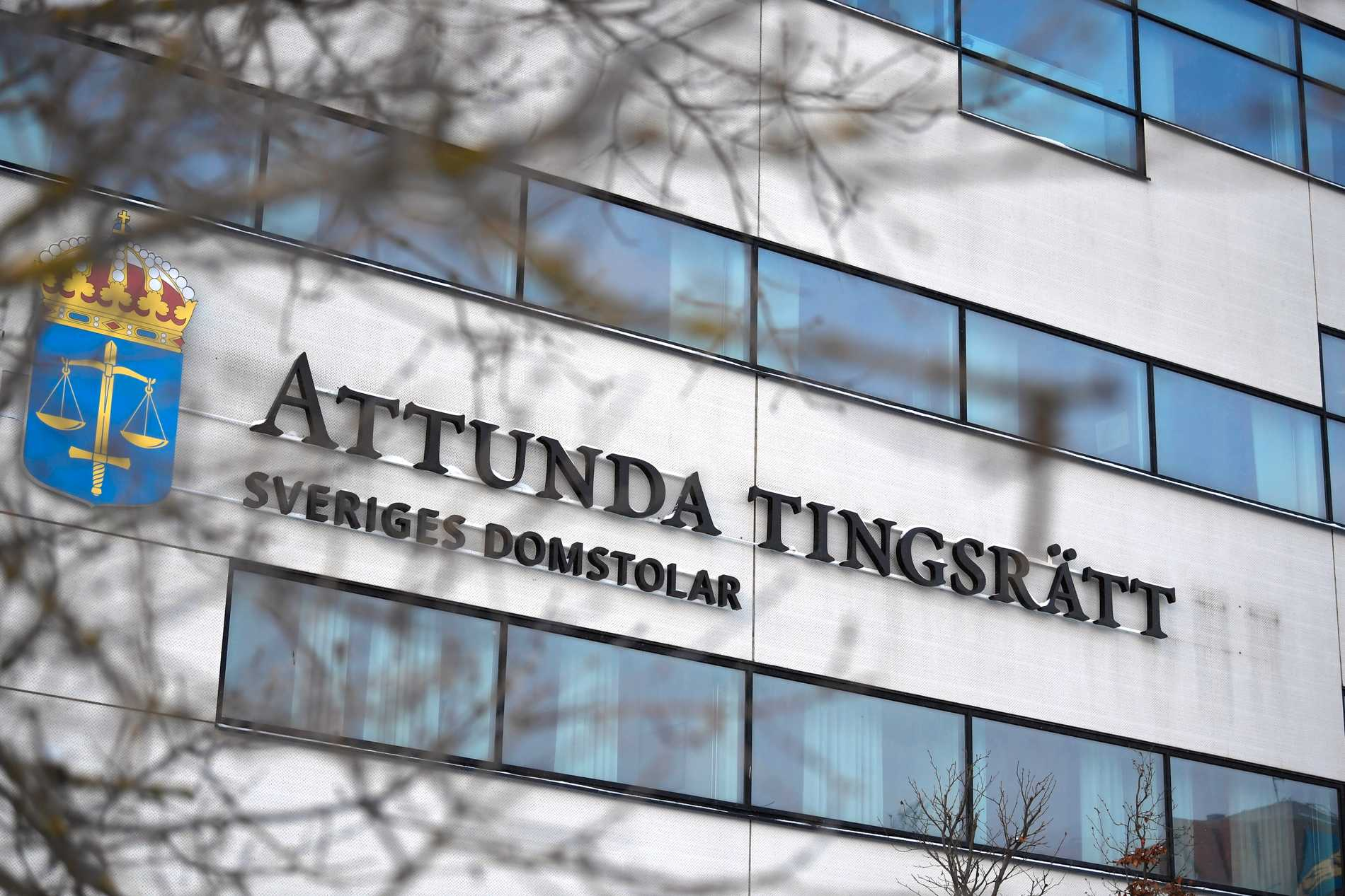 Attunda Tingsrätt friade mannen på nästan samtliga av de 35 åtalspunkterna.