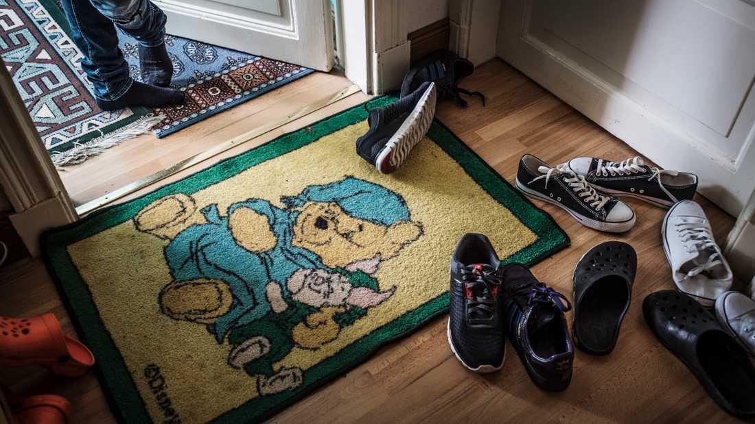 Barn måste få stanna i Sverige –med sina familjer, skriver debattörerna.