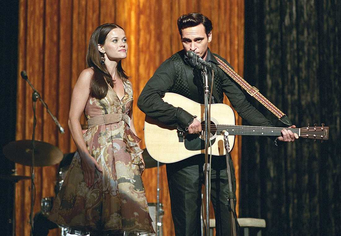 "Reese Witherspoon och Phoenix i ""Walk the line""."