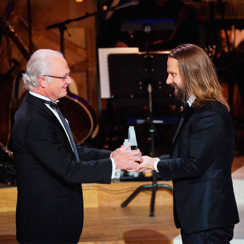 Carl XVI Gustaf delar ut Polarpriset 2016 till Max Martin.