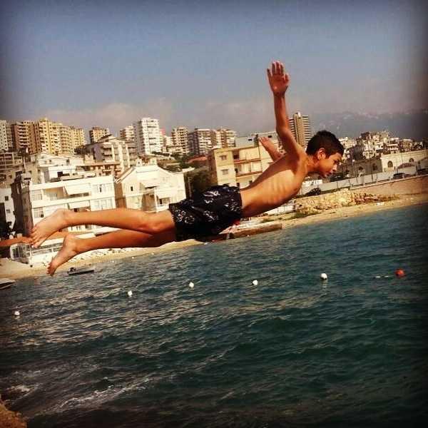Njuter av ett dyk i sköna Medelhavet.