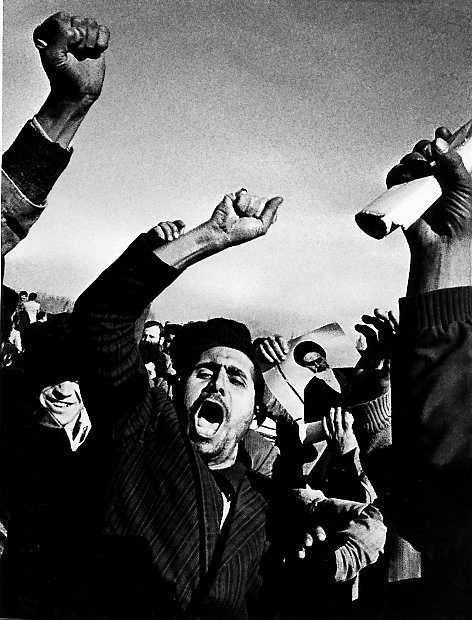Protesterna mot shahens regim 1979 förde prästerna till makten i Iran.