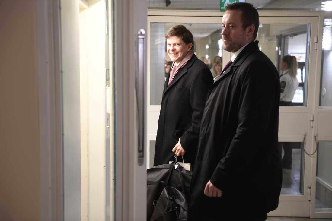 Riksdagens talman Andreas Norlén anländer till riksdagshuset på måndagsmorgonen.
