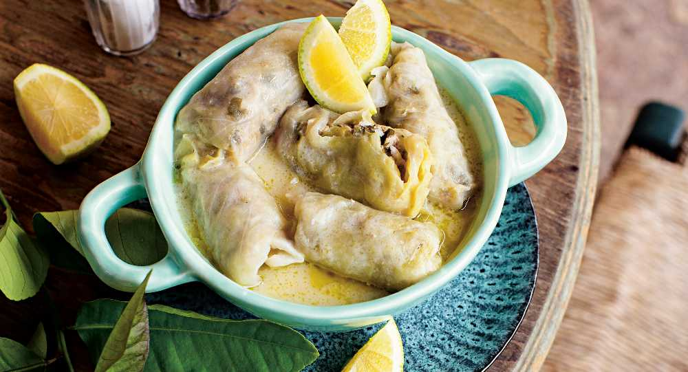 Läckra kåldolmar i citronsås.