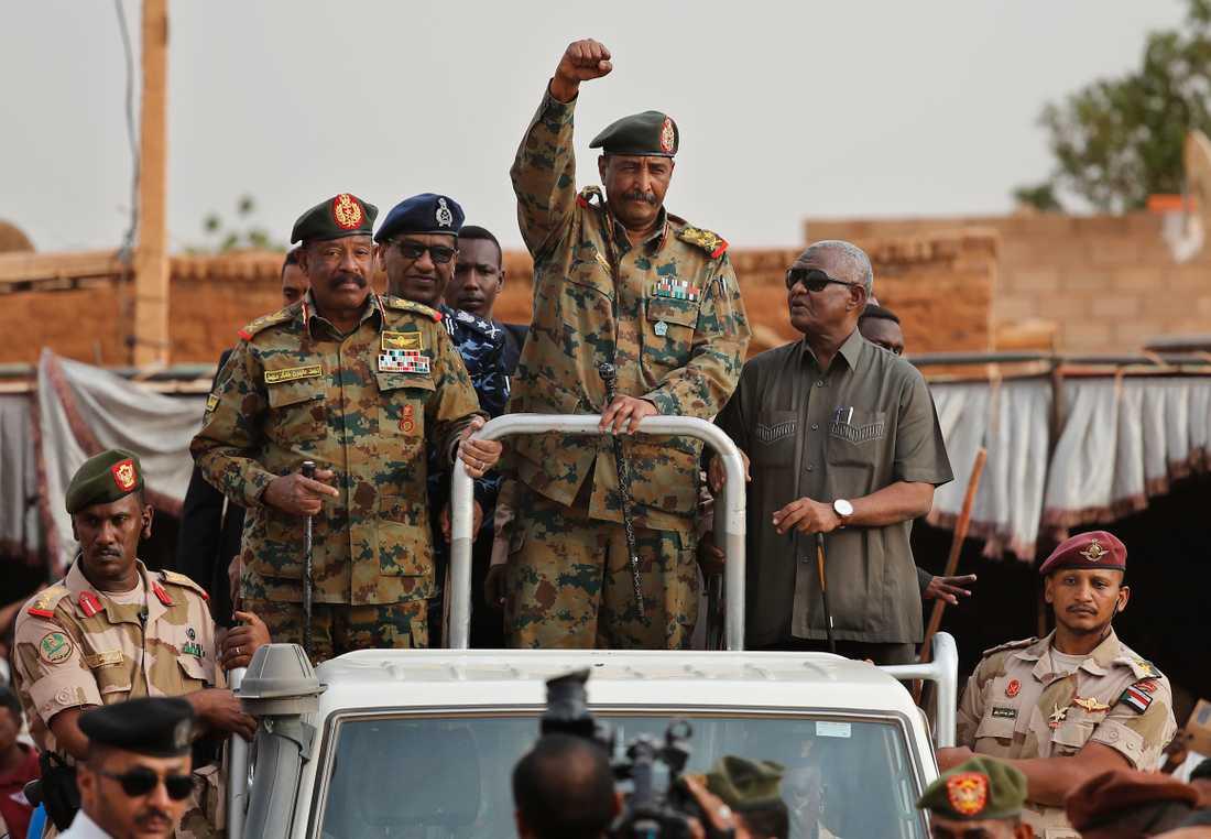 Abdel Fattah al-Burhan, militären som leder Sudans övergångsregering efter tidigare diktatorn Omar al-Bashir, har redan tampats med anklagelser om massakrer mot civila och illegitim nedsläckning av internet.