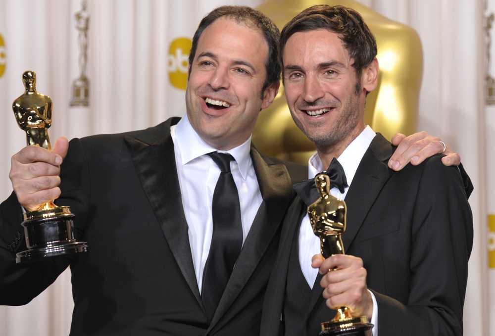 Producenten Simon Chinn och Malik efter Oscarsvinsten.