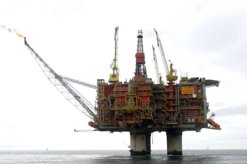 Stort utsläpp Det har läckt ut olja vid 3 840 kubikmeter råolja från oljeborrplattformen Statfjord-Alpha i Nordsjön. Bilden är tagen vid ett tidigare tillfälle.