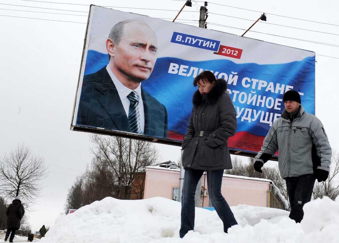 """2 mars Stora tavlor syns i staden Smolenks. """"Det stora landet - med värdig framtid."""""""
