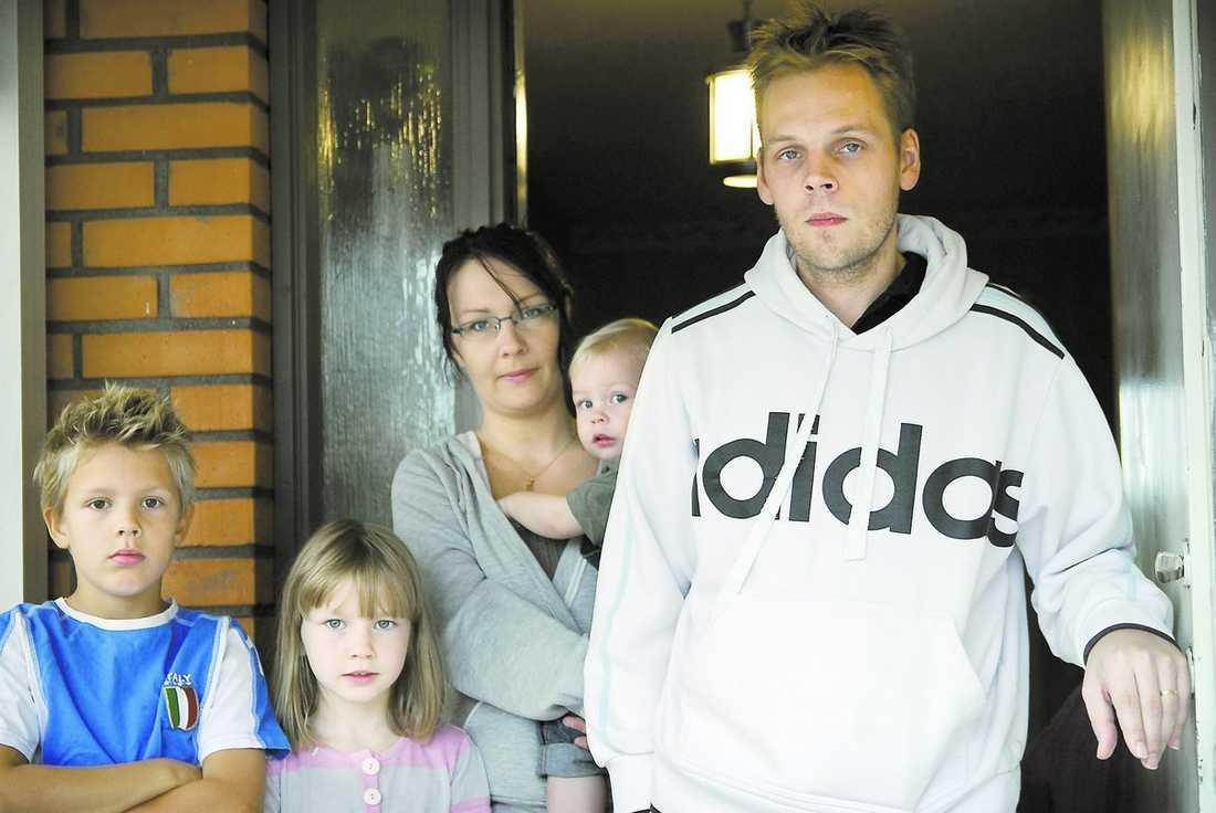 Vestberg, 32, telefonförsäljare, och barnen Alexander, 10, Emma, 7, och Neo, 1. Jenny Kristensen, 30, föräldraledig och arbetssökande, Sundsvall, sambon Peter