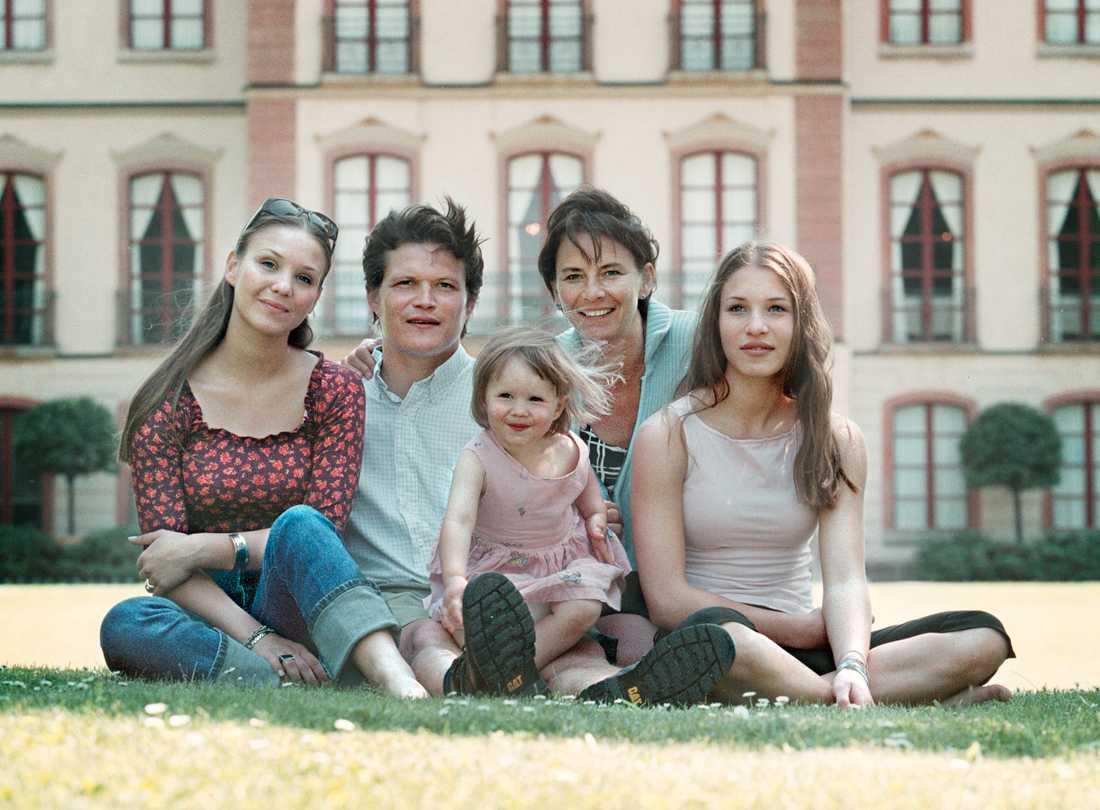 Familjen Morberg 1999: Liza, Per, Astrid, Inese och Alida.