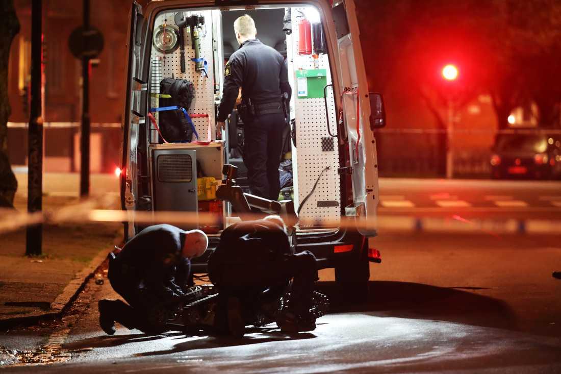 Efter en timmes lång undersökning meddelade polisen att föremålet var skarpt och bedöms vara farligt.