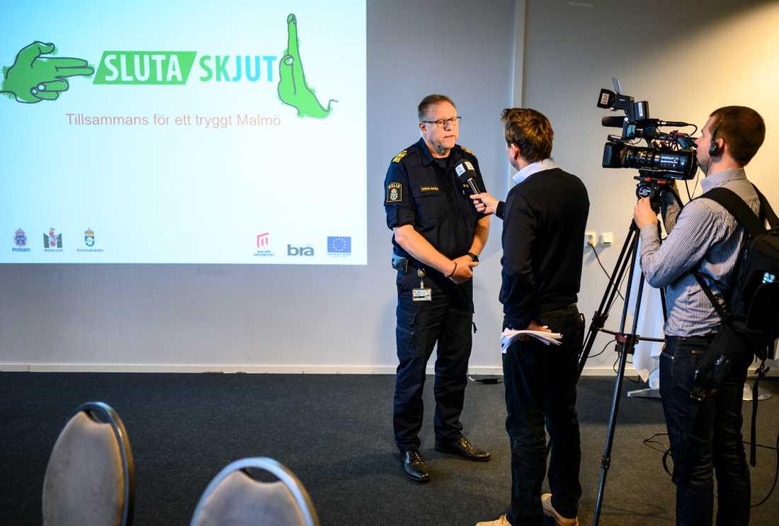 """Stefan Sintéus, polisområdeschef i Malmö, berättar om projektet """"Sluta skjut""""."""