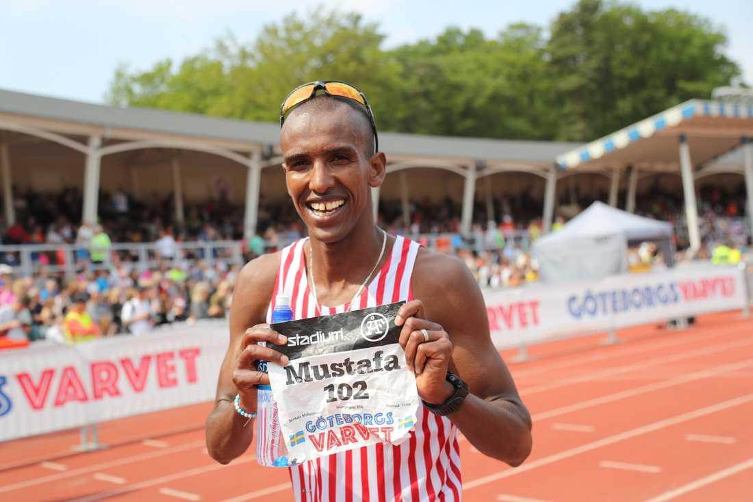 Mustafa Mohammed, Hälla, blev en bejublad svensk mästare på halvmaraton och bästa svensk.