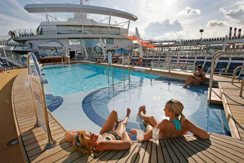 Klaustrofobisk kryssning? Glöm det. Dagens bjässeskepp har otaliga aktiviteter för både stora och små. Oasis of the Seas ståtar med linbana, karusell och en riktig park. Duger inte det kan man ju gå i land också.
