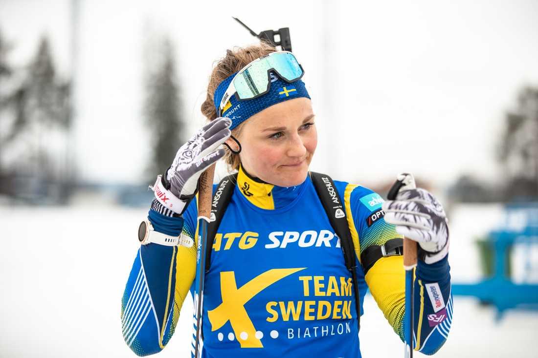 Stina Nilsson under skidskytteträning.