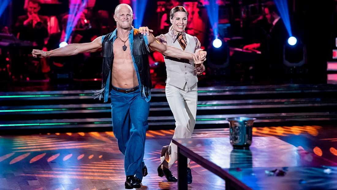 "Magdalena Forsberg och Tobias Karlsson i ""Let's dance""."
