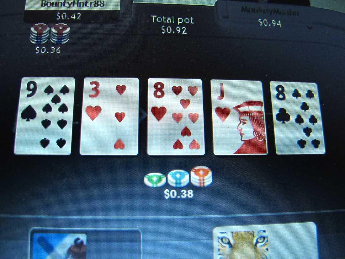 En man döms till två och ett halvt års fängelse för bedrägeri i samband med pokerspel. Arkivbild.