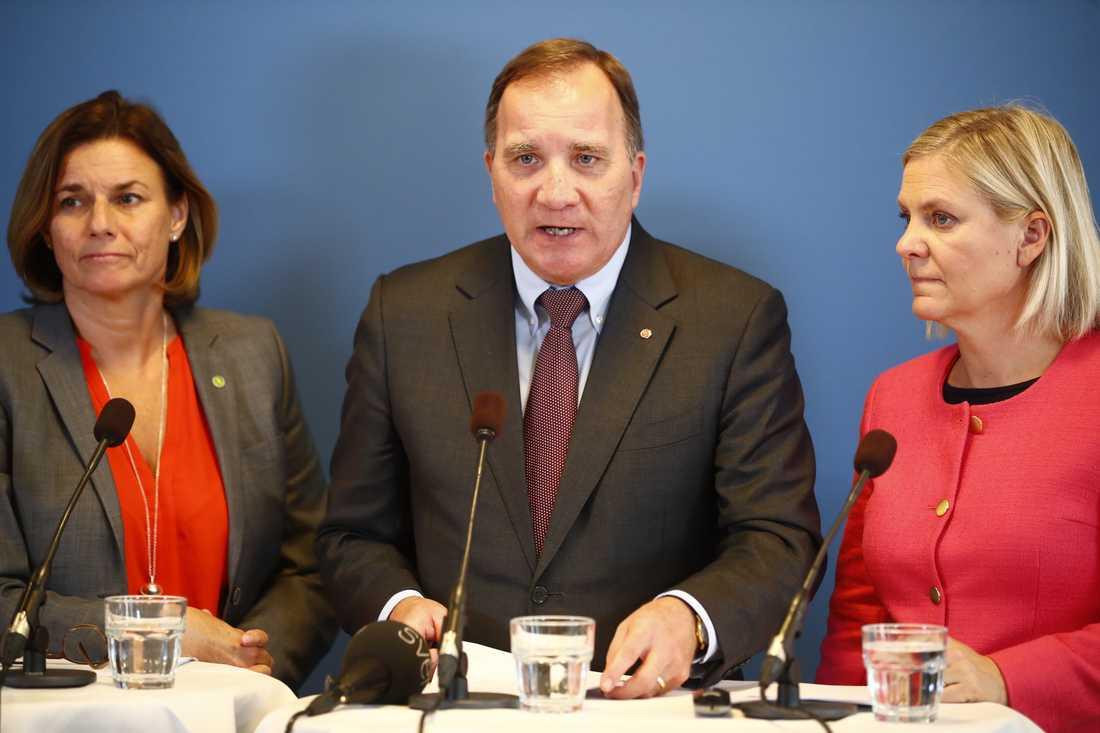 Statsminister Stefan Löfven (S), vice statsminister Isabella Lövin (MP) och finansminister Magdalena Andersson (S) håller pressträff på Seniorerna hus i Jönköping om nästa års budget.