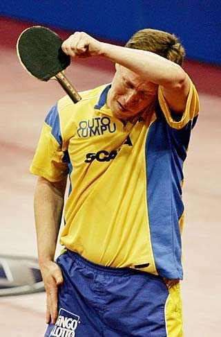 VM 2005. Waldner förlorar matchen mot Vladimir Samsonov, och sagan om J-O är slut.
