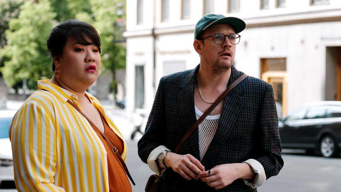 """Evelyn Mok som Maria och Jonatan Unge som Tore i SVT:s serie """"Kurs i självutplåning"""" som har premiär den 1 november. Pressbild."""