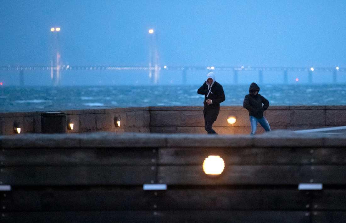 SMHI har utfärdat en klass1-varning för hårda vindbyar i södra Sverige på tredje advent.