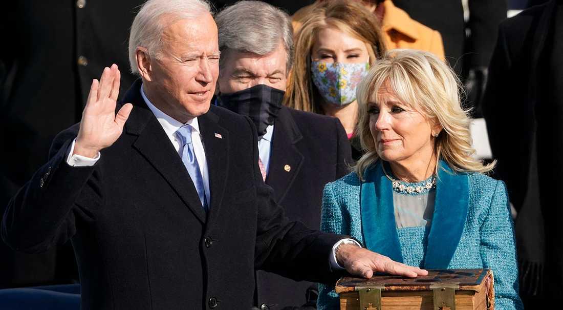 Joe Biden, här med hustrun Jill, svors på onsdagen in som USA:s 46:e president.