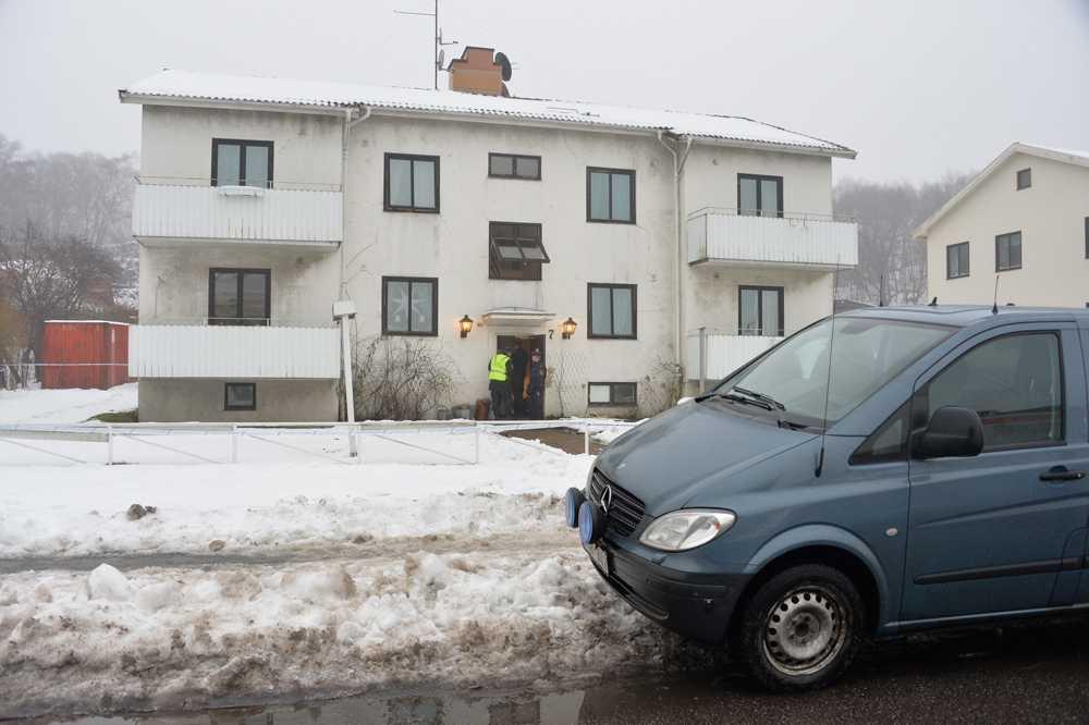 Sammanlagt bodde tio personer på hemmet, bland dem den 15-åring som nu misstänks för knivdådet.