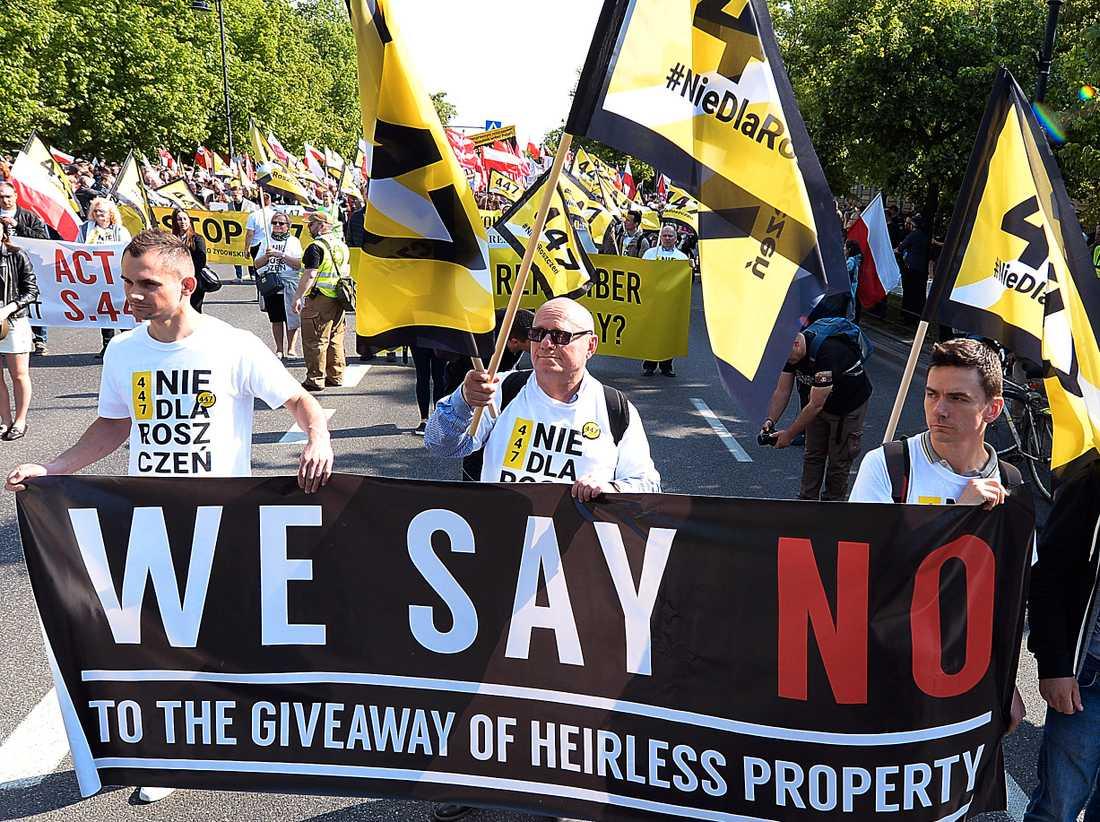 Demonstration, med engelskspråkiga budskap riktade till USA, i Warszawa i lördags.