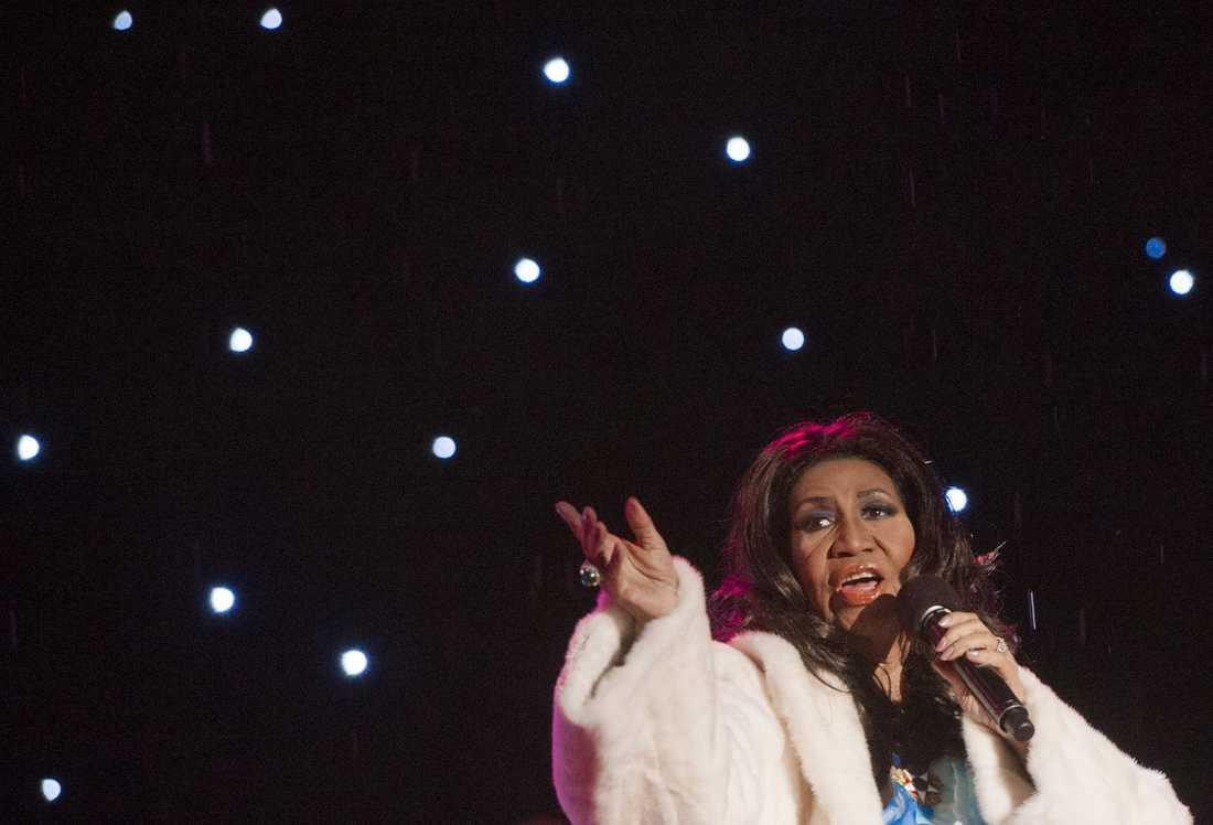 Aretha Franklin sjunger vid en ceremoni nära Vita huset i Washington i december 2013.