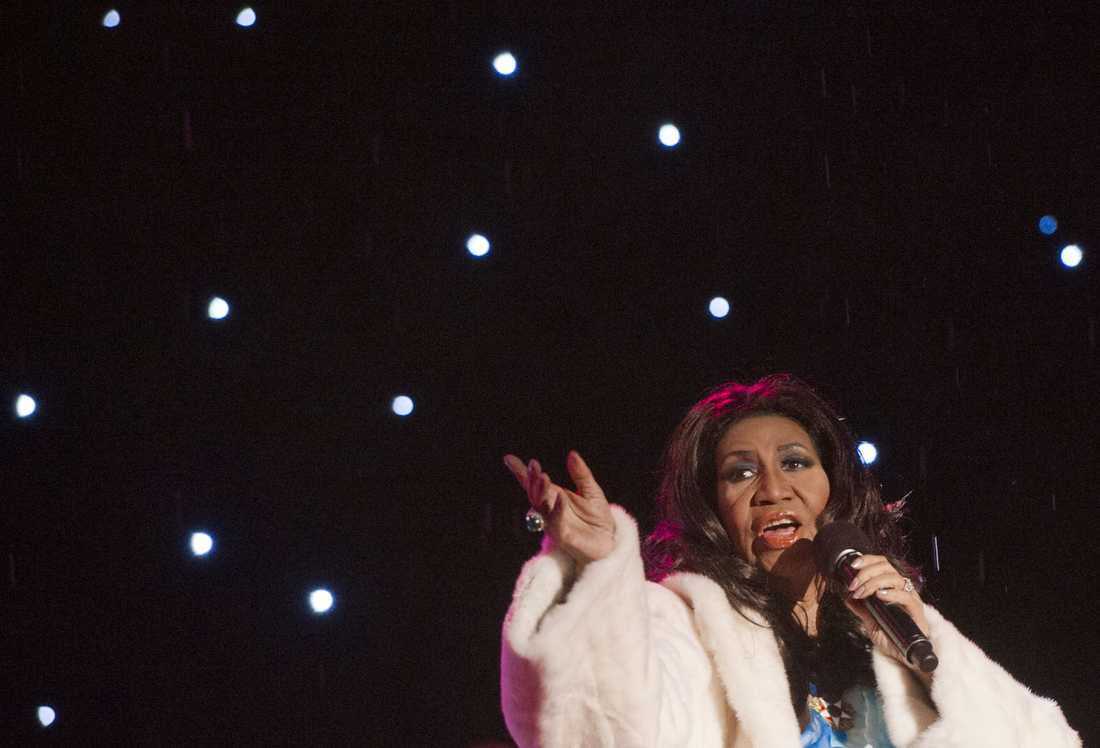 Aretha Franklin sjunger vid en ceremoni nära Vita huset i Washington i december 2013.