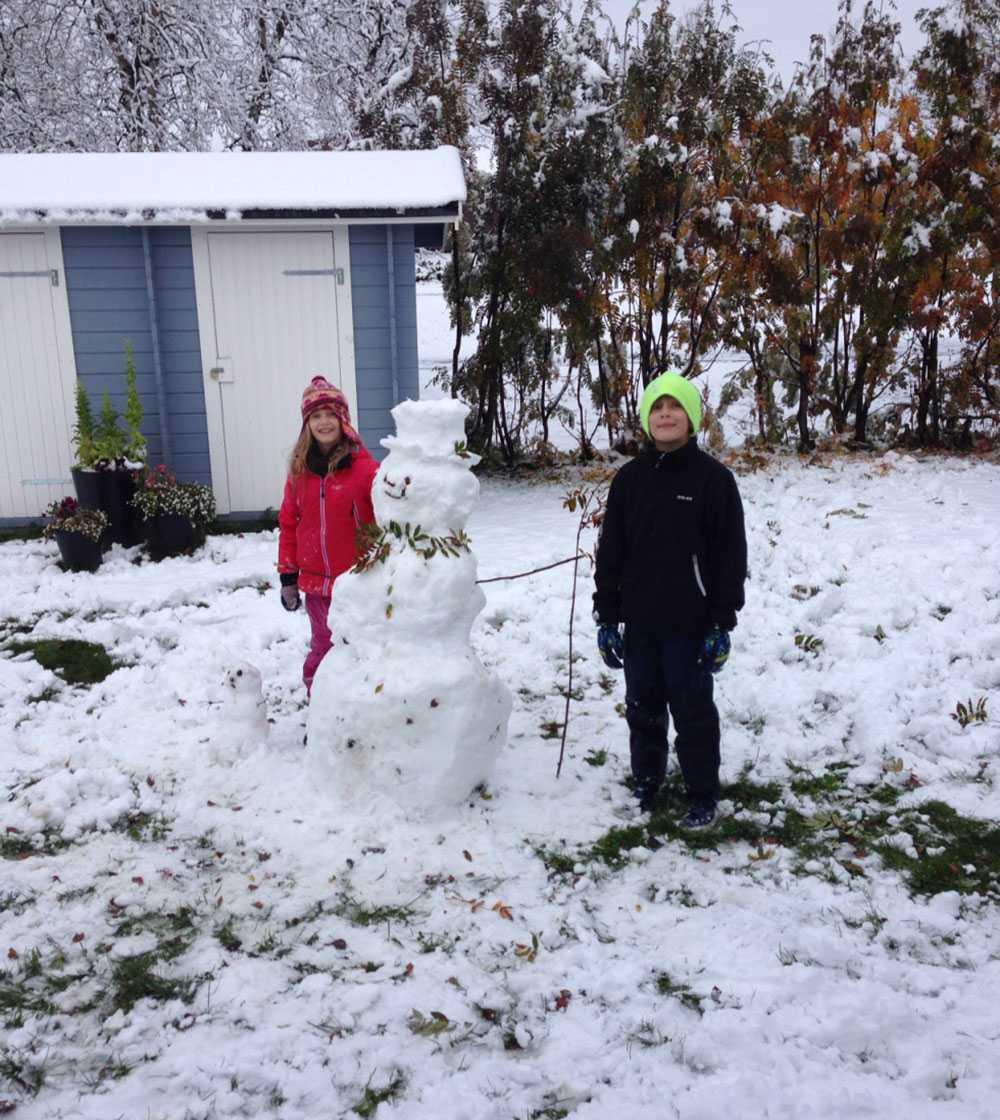 """""""Fina snögubbar blir det i Kiruna! Som avslutning vittjades jordgubbslandet. Kontraster som bara finns här!"""""""