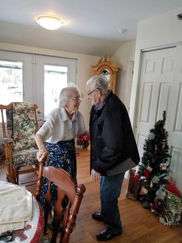 Detta trots att deras dotter bad de att få bo med varandra, i alla fall fram till jul.