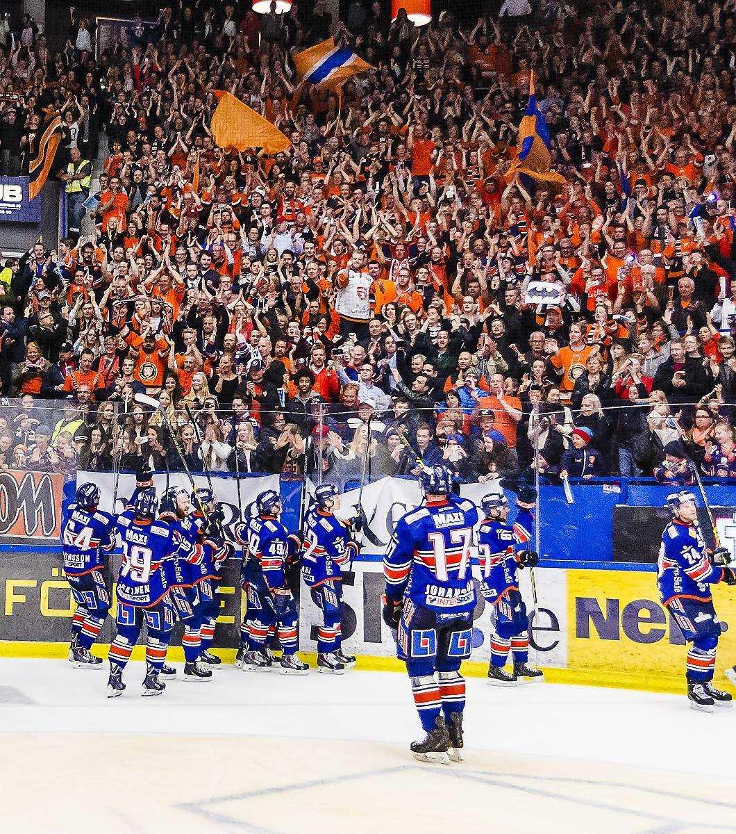 SKILDA VÄRLDAR  Växjö Lakers spelar SM-final i ishockey samtidigt som Östers IF harvar i division 1 efter att ha åkt ur superettan i fjol. För några år sedan var det motsatta styrkeförhållanden.