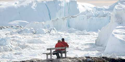 en annan planet Glaciärerna kalvar dubbelt så mycket som tidigare och hela isberg driver ut i havet.