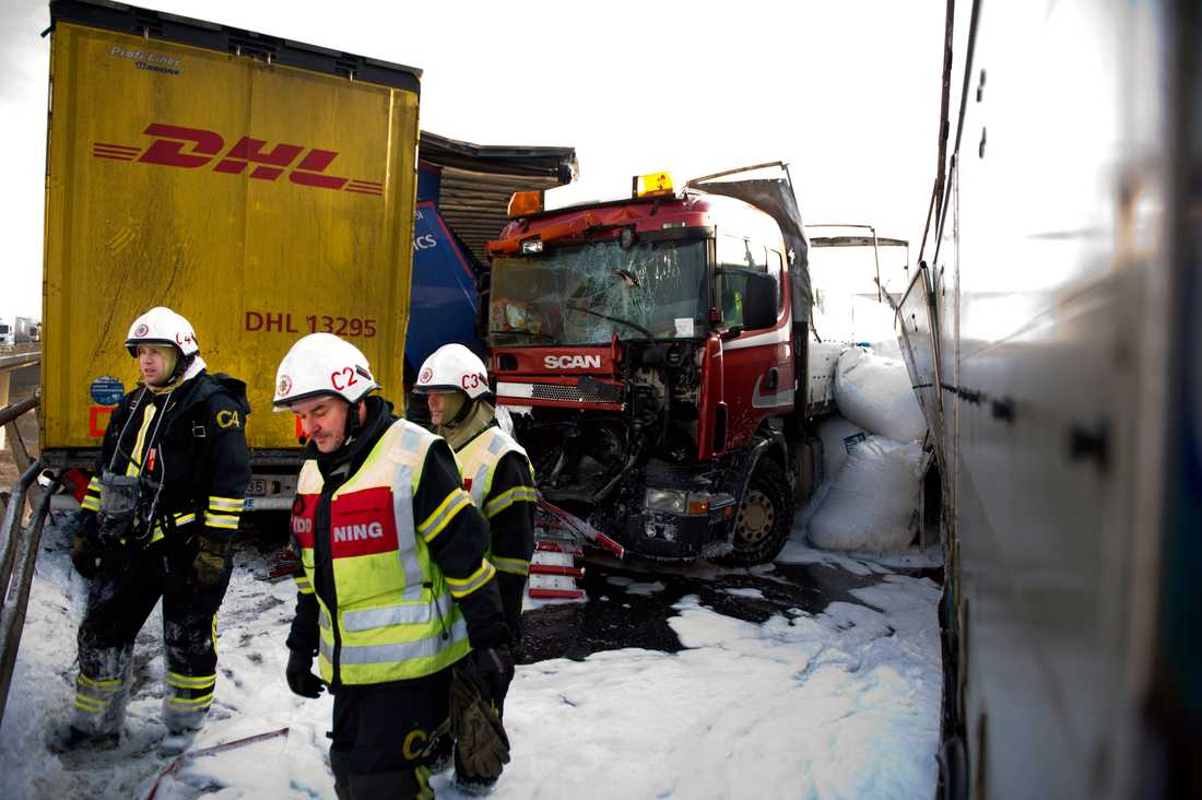 Räddningstjänsten på plats på Tranarpsbron.