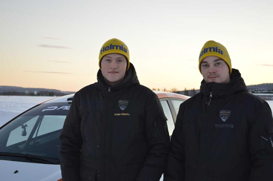 Dennis Rådström och kartläsare Johan Johansson
