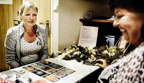 skeptisk Aftonbladets Karin Ahlborg hade otur när hon träffade mediet Anne-Marie Hedin.