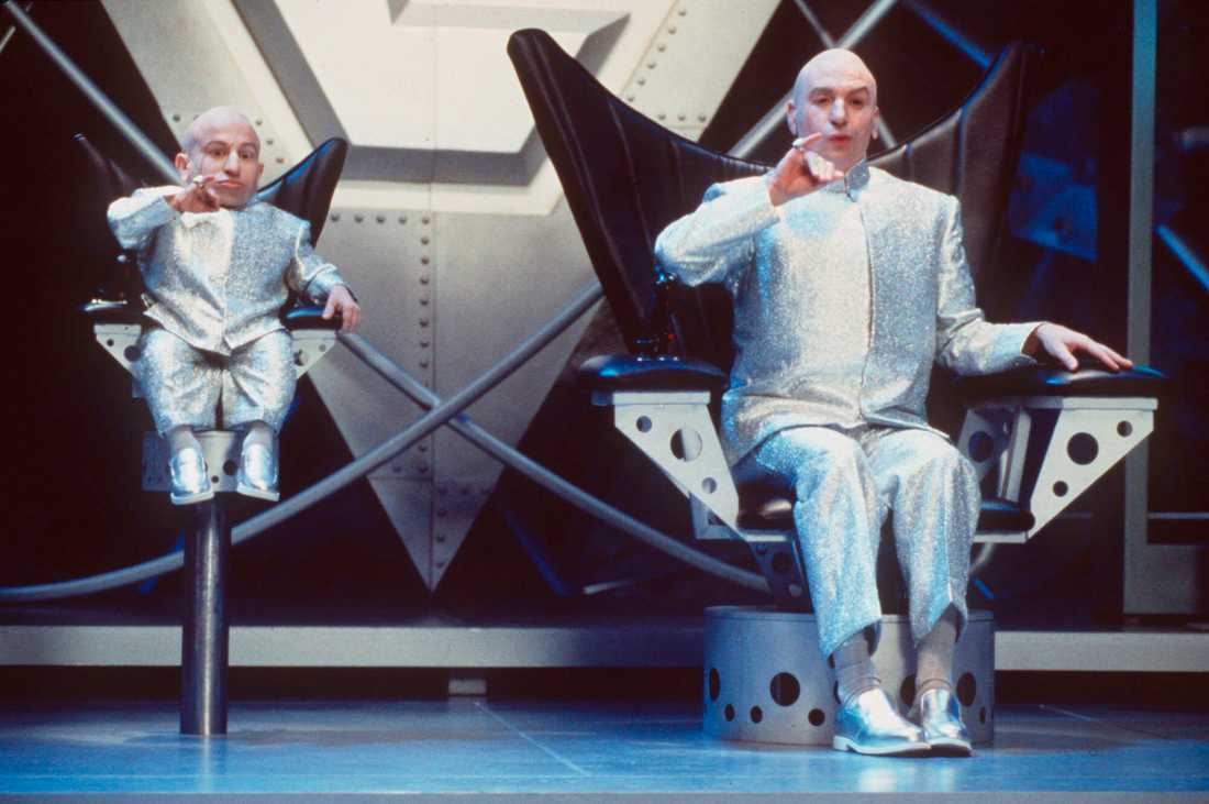 Verne Troyer och Mike Myers i filmen Austin Powers.