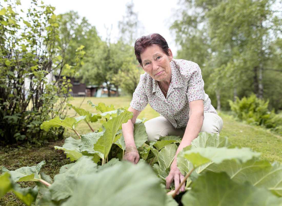 Rose-Marie Liljenby Andersson, som är kommunpolitiker i Borås, tycker nu att alla borde få chansen att träna på hur man hanterar en hjärtstartare.