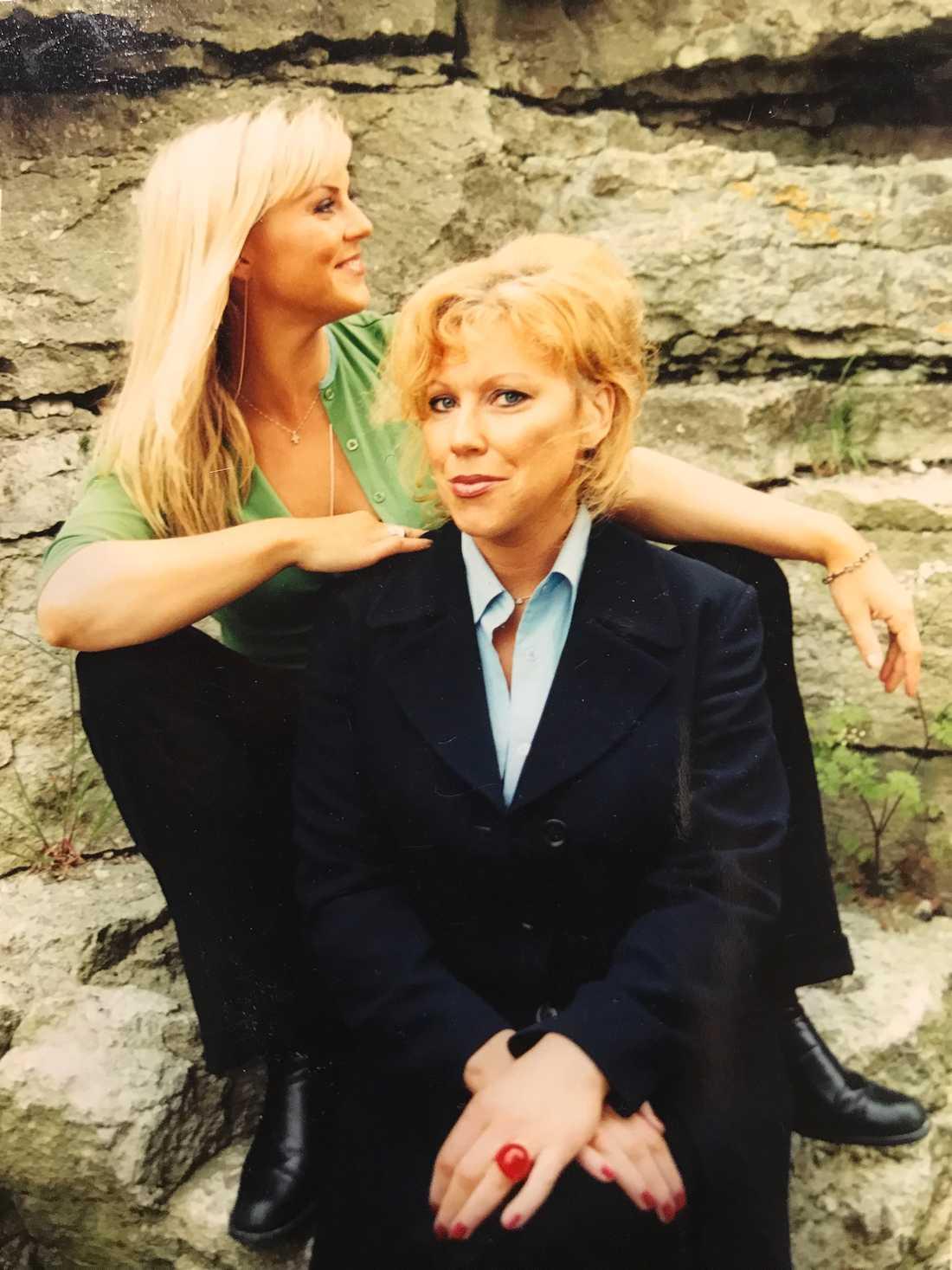 Josefin Nilsson med systern Marie.