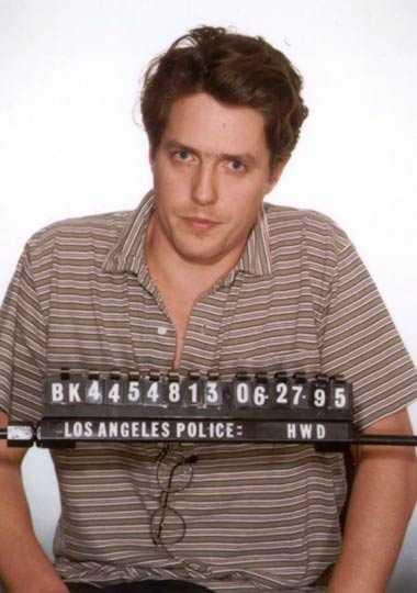 Hugh Grant Den 27 juni 1995 togs Hugh Grant på bar gärning i sin BMW med den prostituerade Divine Brown som utförde oralsex på honom. Han dömdes till två års skyddstillsyn. Brown fick ett halvårs fängelse, men är i dag musikproducent.