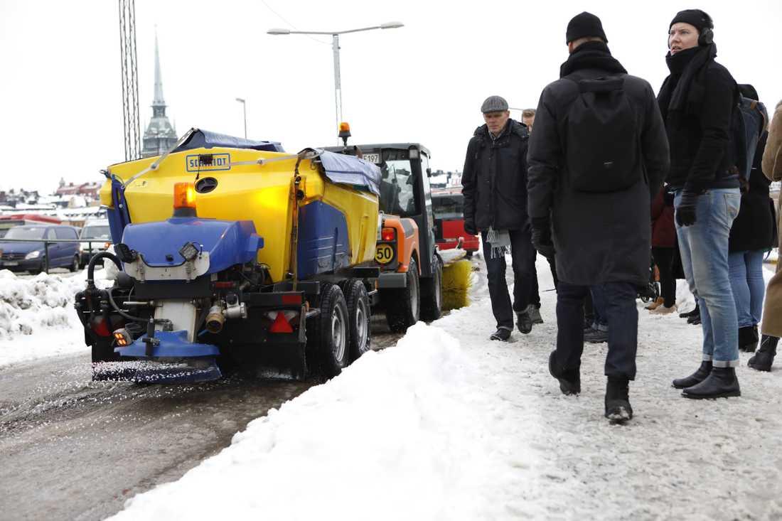 Storstockholms lokaltrafik varnade i går för att det kunde bli stökigt i morgontrafiken – och så blev det.