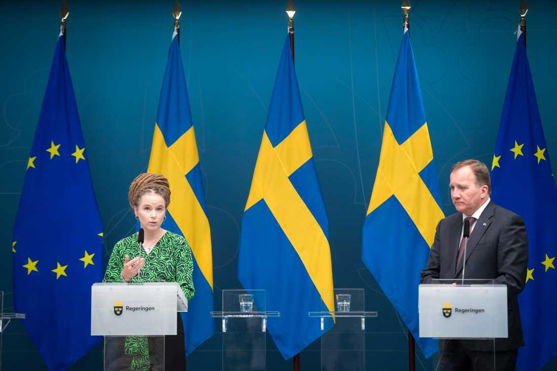 Statsminister Stefan Löfven (S) håller pressträff om coronarestriktioner tillsammans med kultur- och demokratiminister Amanda Lind (MP).