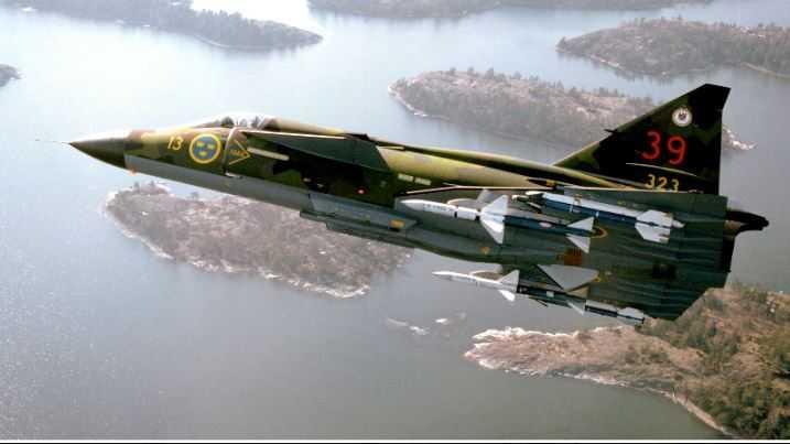 Ett svenskt stridsflygplan av typen JA 37 Viggen. Arkivbild.