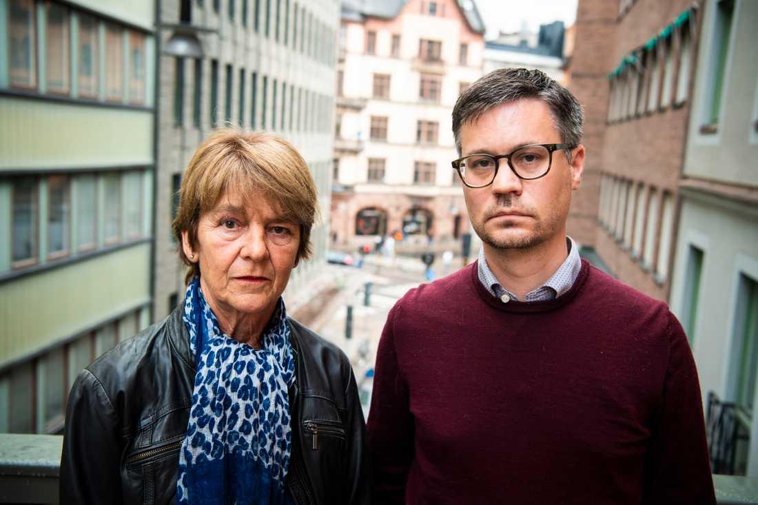 Annas mamma Sylvia tillsammans med Annas make Rickard Almqvist.