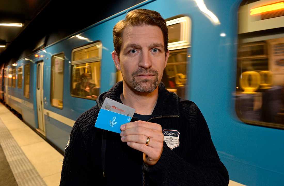 Ronny Eriksson vill ha ett nytt kort från Ica Banken.