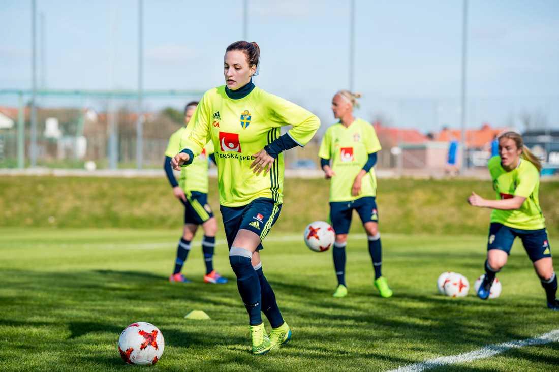 Nathalie Björn konkurrerar med Jessica Samuelsson om en plats som högerback i landslaget.